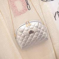 Маленькая женская сумка Ohanel с длинной цепочкой серебристая