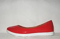 Балетки стильные женские натуральная лаковая кожа красного цвета
