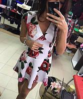 Платье с цветочным принтом и декольте