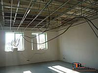 Установка потолка типа армстронг