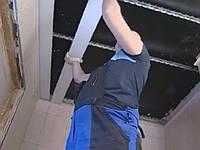 Монтаж реечного алюминиевого подвесного потолка