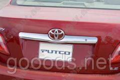 Хромированная накладка над номером для Toyota Camry 2006+