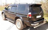Спойлер на багажник Mitsubishi Pajero Sport