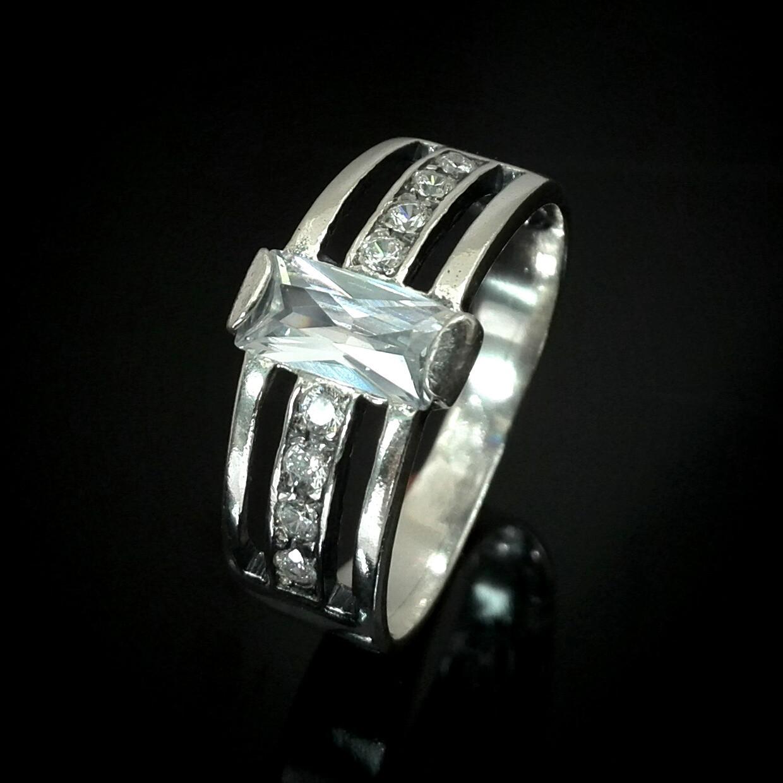 Серебряное кольцо с фианитами, 9 камней