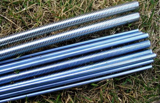 Шпильки резьбовые DIN 975, класс прочности 8.8 | Фотографии принадлежат предприятию Крепсила