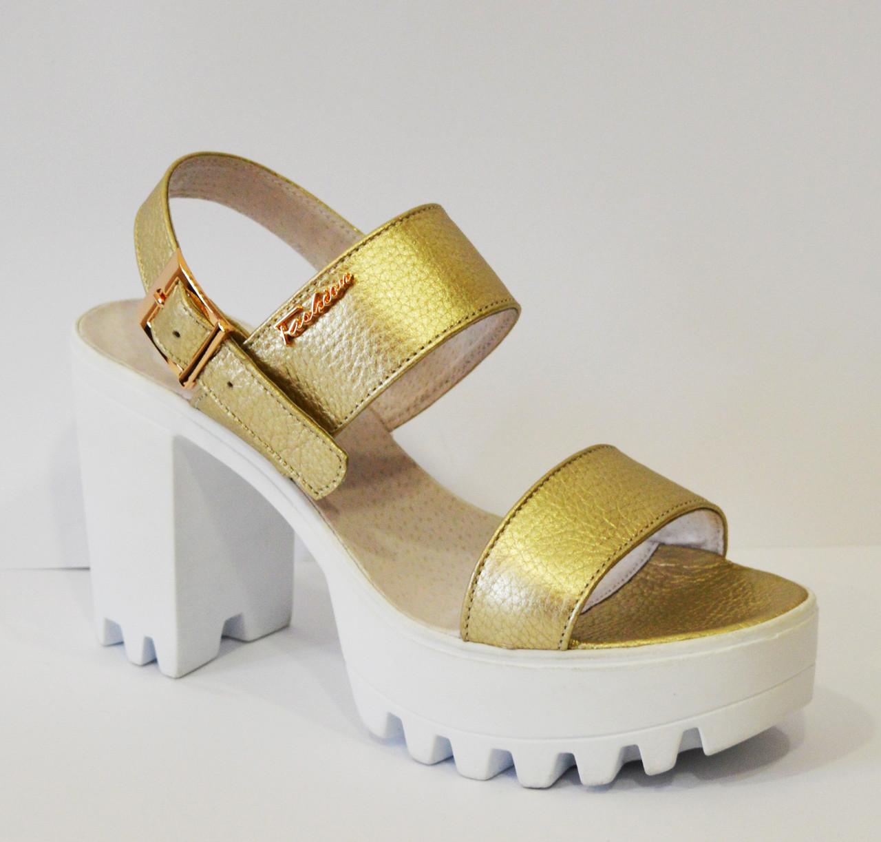Босоножки золотистые на высоком каблуке Alita 102