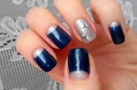 Дизайн темно-синих ногтей: эффектный праздничный маникюр
