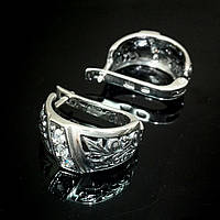 Серебряные серьги с орнаментом и вставками из прозрачного фианита