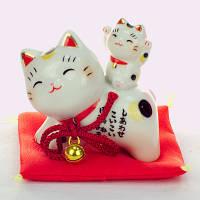 Манеки-неко «На спине у кошки», фото 1