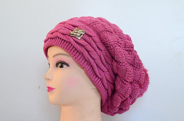 Вязаная женская шапка с бубоном