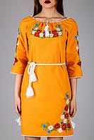 Женское платье на яркой ткани с вышивкой гладью
