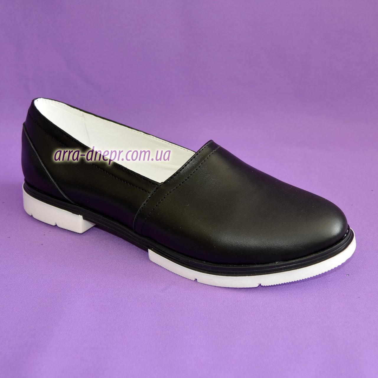 Женские кожаные черные туфли-балетки на утолщенной белой подошве