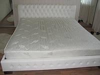 Кровать двуспальная с пуговицами