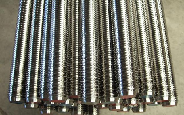 Шпильки резьбовые DIN 975, класс прочности 10.9 | Фотографии принадлежат предприятию Крепсила