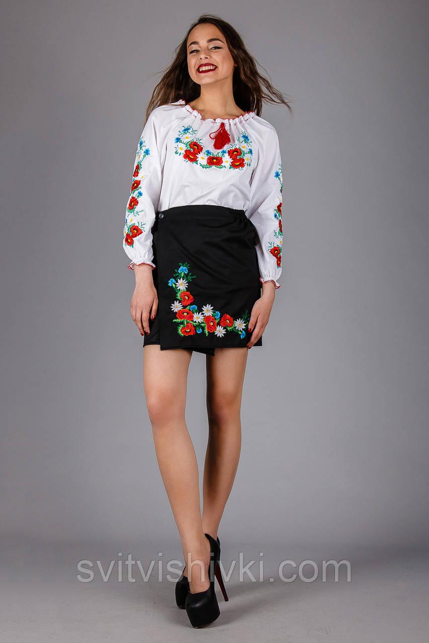 Женская вышиванка с цветочным орнаментом