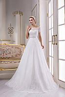 Изысканное свадебное платье А-силуэта с нежным шлейфом и пуговичками на спинке