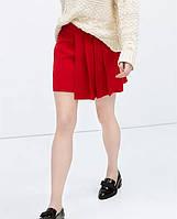 Стильная женская юбка со складками красного цвета