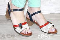 Босоножки на низком каблуке