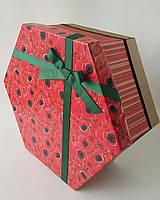 Большая шестиугольная подарочная коробка ручной работы с яркими маками и зелёным бантом