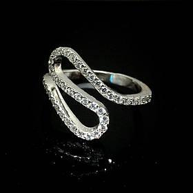 Серебряное кольцо в виде змейки со вставками из прозрачного фианита