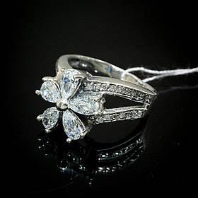 Шикарное серебряное кольцо в виде цветка со вставками из прозрачного фианита
