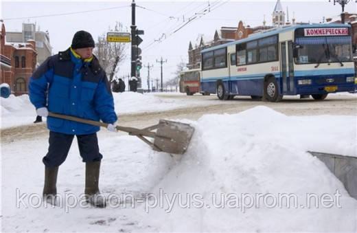 Уборка снега вручную