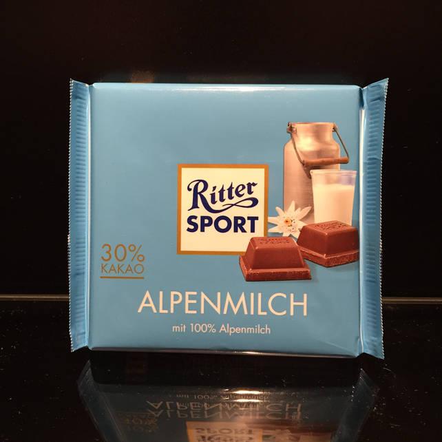 Шоколад с альпийским молоком и нежным ароматом меда Ritter Sport Alpenmilch