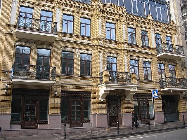 Деревянные евроокна для административных и офисных зданий