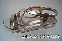 Босоножки серебристые на платформе без каблука