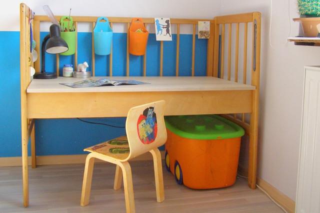 Детский столик легко сделать