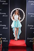 Привлекающее вечерние платье с асимметричной юбкой и расшитым лифом
