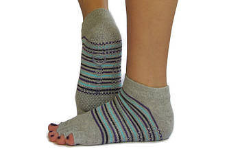 Серые носки для йоги