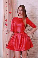 Женское красное платье с пышной юбкой