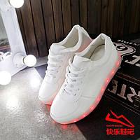 Светящиеся кроссовки белые низкие