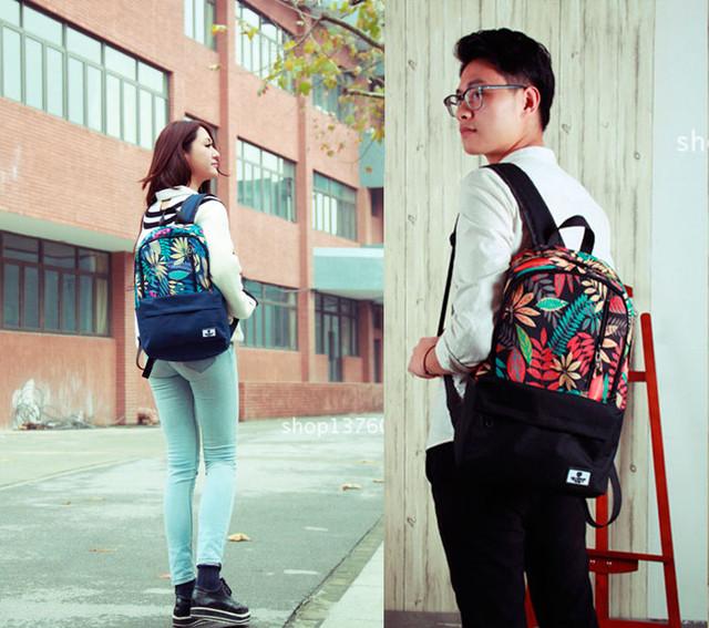 Девушка и парень с рюкзаком Akarmy