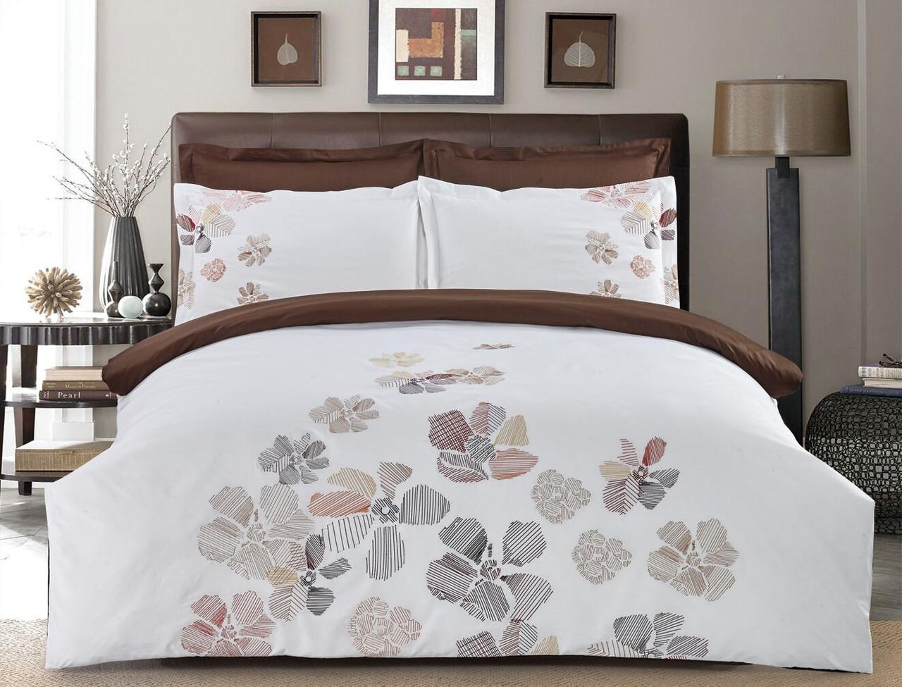 Комплект постельного белья Евро HomeLine Сатин с вишивкой 200х220 КВІТИ в коробке