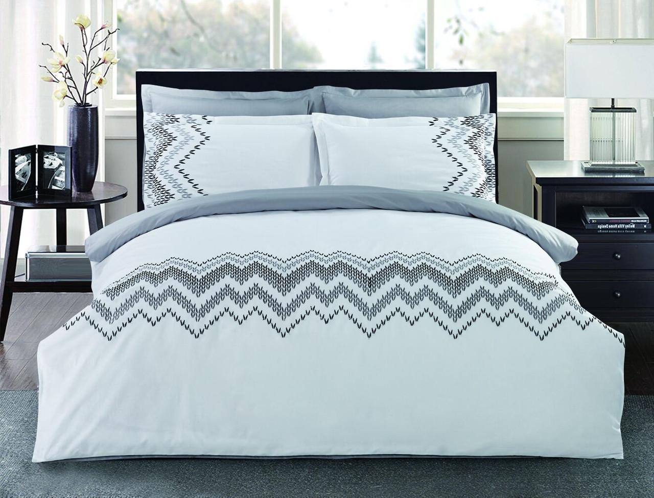 Комплект постельного белья Евро HomeLine Сатин с вишивкой 200х220 МЕЛОДІЯ в коробке