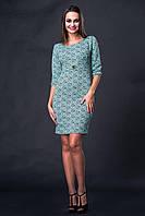 Жаккардовое платье зеленого цвета с рукавом в три четверти