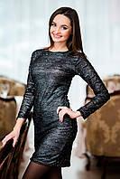 Платье черного цвета из узорчатого трикотажа с бусинами.