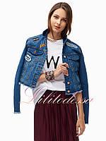 Джинсовая куртка женская с нашивками и бахромой
