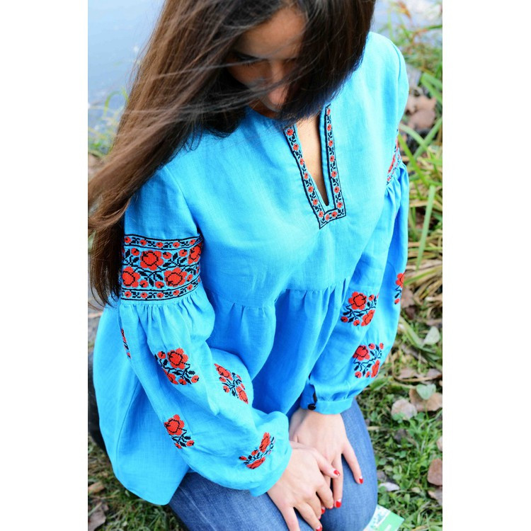 Купить Вышиванка голубая с красными розами в Киеве 3f0f6428f4c32