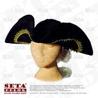 Шляпа треуголка с волосами (буклями) черная с золотистой каймкой