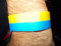 Ленточка на запястье флаг Украины