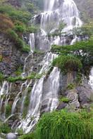 "Фотообои ""Водопад на скалах"", Фактурная текстура (холст, иней, декоративная штукатурка)"