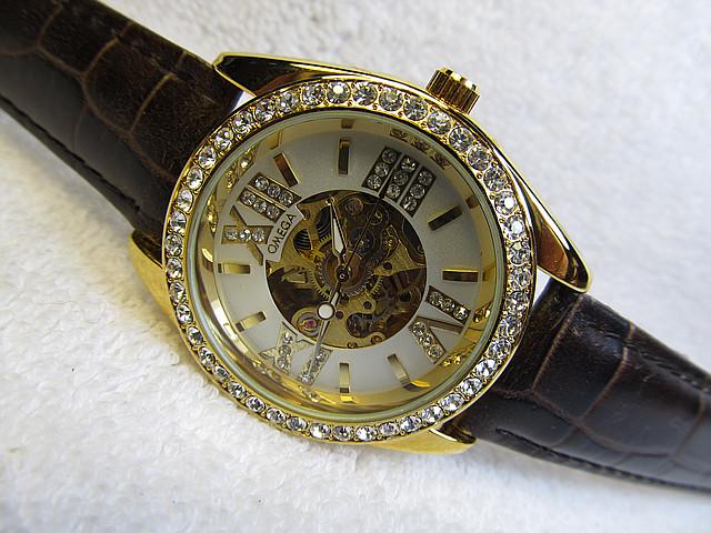 Женские часы  скелетон