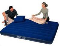 Надувной велюровый матрас с подушками