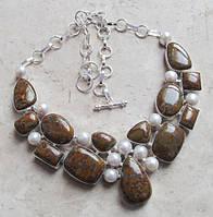 Яркое колье, ожерелье из натуральных  камней - ЯШМА, ЖЕМЧУГ