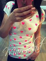 Милая  женская футболка с сердечками цвет белый