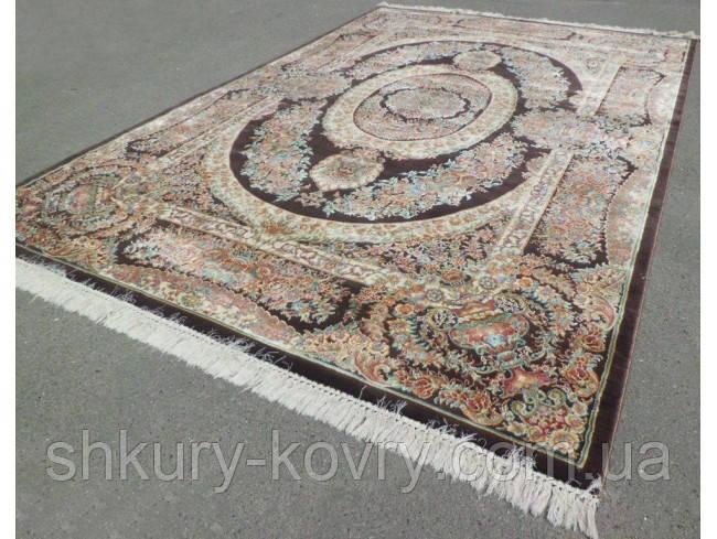 Шикарний класичний килим з коричневим фоном