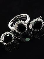 Комплект Фианит черный, серьги 13х11 мм и колечко, покрытие родий Код: 024799 18 размер кольца
